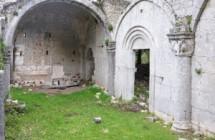 Pellegrinaggio alle rovine dell'abbazia benedettina della Trinità sul Monte Sacro