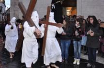 Le processioni con gli incappucciati orsaresi