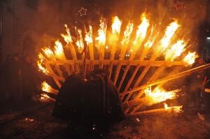 """La """"'Ndocciata"""", un fiume di fuoco"""