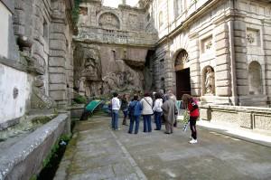 Palazzo Chigi Albani e fonte Papacqua