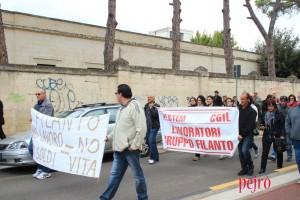 Manifestazione dei lavoratori per la sopravvivenza