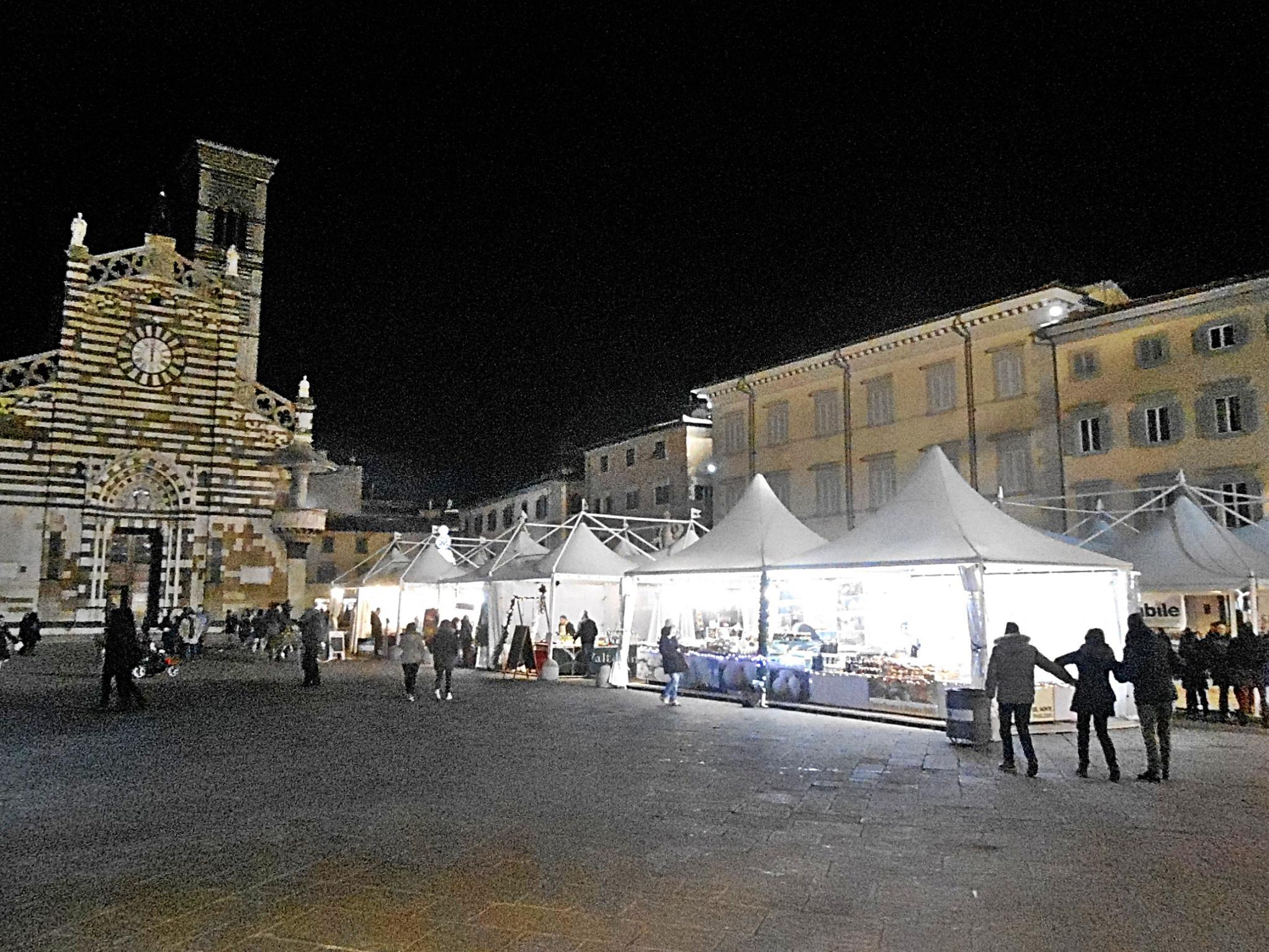 Mercato di natale in piazza del duomo prato notizie for Mercato prato
