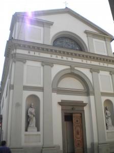 Raid vandalici nelle chiese pratesi