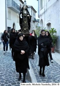 Venerdì di Passione con l'Addolorata portata in processione dalle verginelle