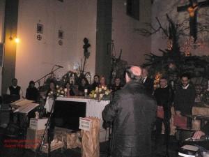 Il Coro di San Lorenzo di Castelfiorentino spegne il presepe artistico di Lecore