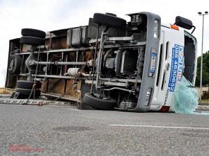 Camion si rovescia