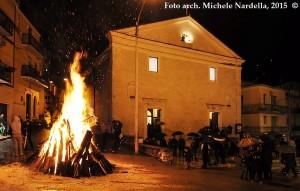 Venerdì di Passione con la <i>fanoja</i> dell'Addolorata