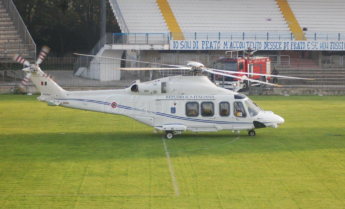 Elicottero Del Papa : Papa francesco atterra in elicottero allo stadio