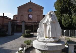 La statua di San Leopoldo Mandic e il suo santuario
