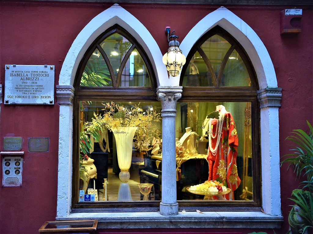 Vetrine natalizie venezia notizie for Ponte delle cabine di rapsodia dei mari 2