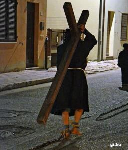 """La processione del """"Cristo Morto"""" a Colfiorito"""